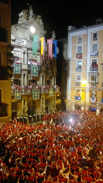 Pamplona closing ceremony, plaza Consistorial