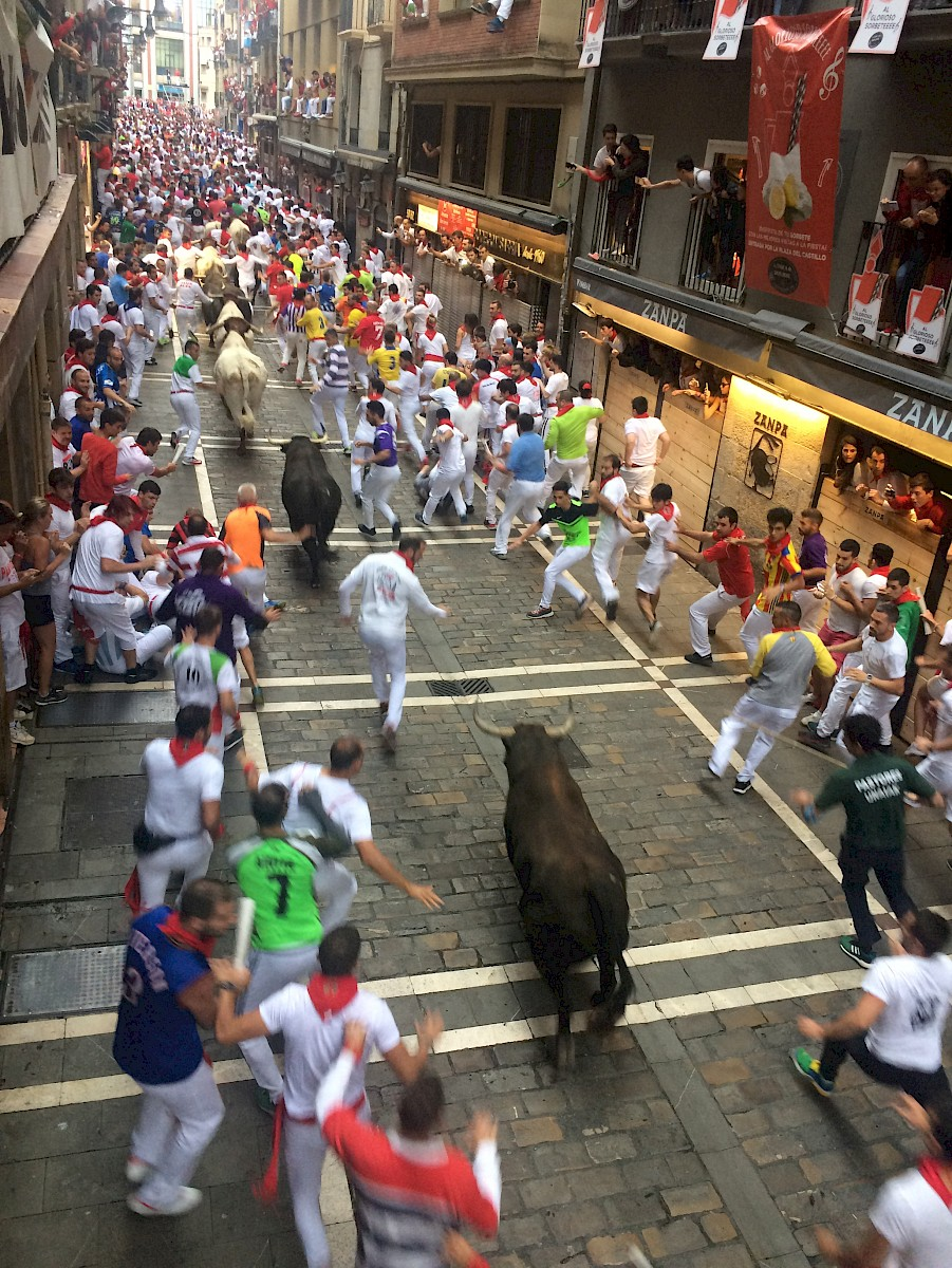The bulls always find their space, end of Estafeta Pamplona